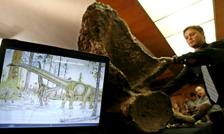 Brazilian and Argentinean palaeontologists present a replica of a skeleton of what could be a new dinosaur species