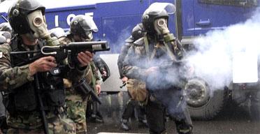 Polis och militär mot demonstrationerna i Tbilisi