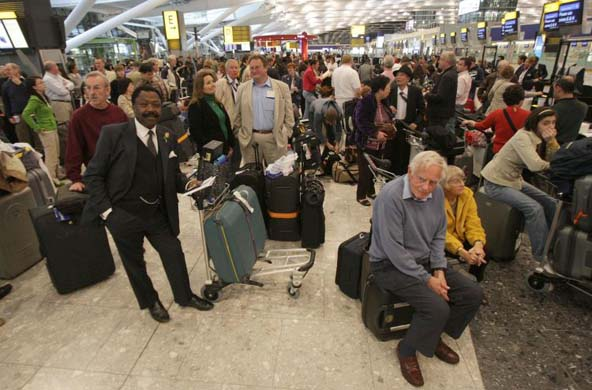 GD6725222@Passengers-queue-for--6422.jpg