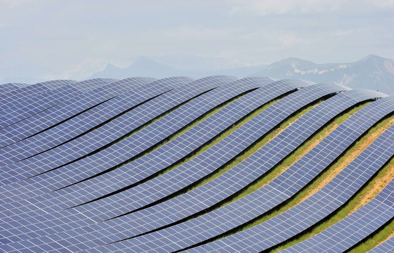 Les-Mees-solar-farm-the-b-001.jpg