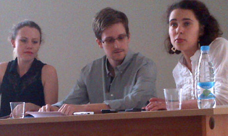 https://image.guim.co.uk/sys-images/Guardian/Pix/pictures/2013/7/12/1373634859944/Edward-Snowden-along-with-010.jpg